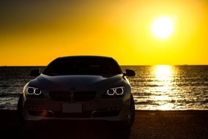BMWと夕日